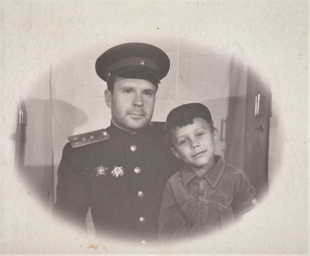 Фото 50-х годов. Отец с племянником мамы.