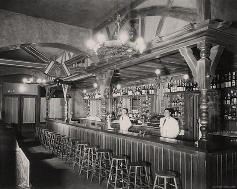 1935-Bar-Original-Caesars-Place-Tijuana.jpg