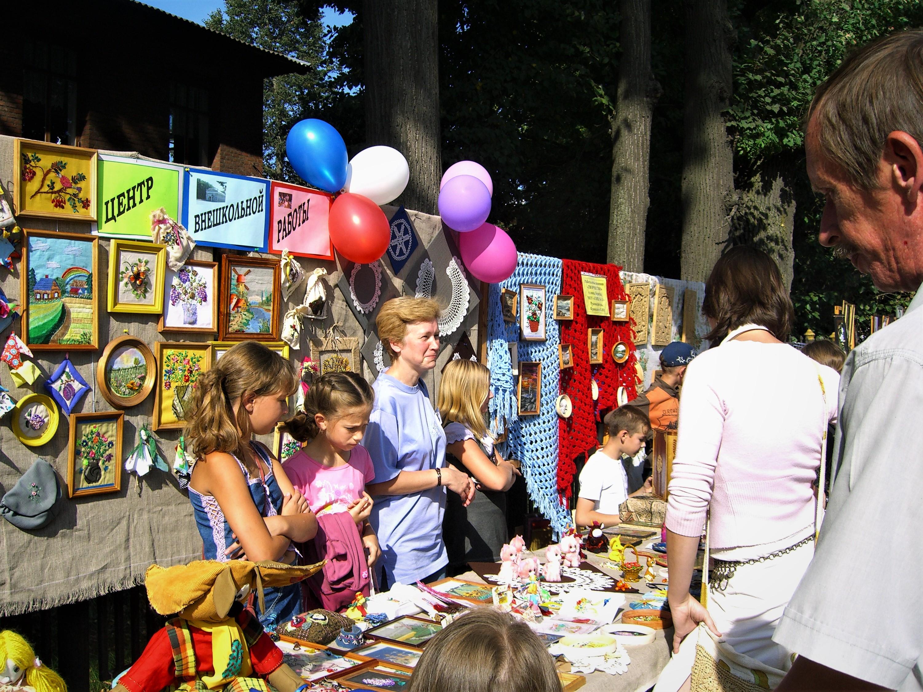 11. Есть чем заняться девчонкам в Центре детского творчества.
