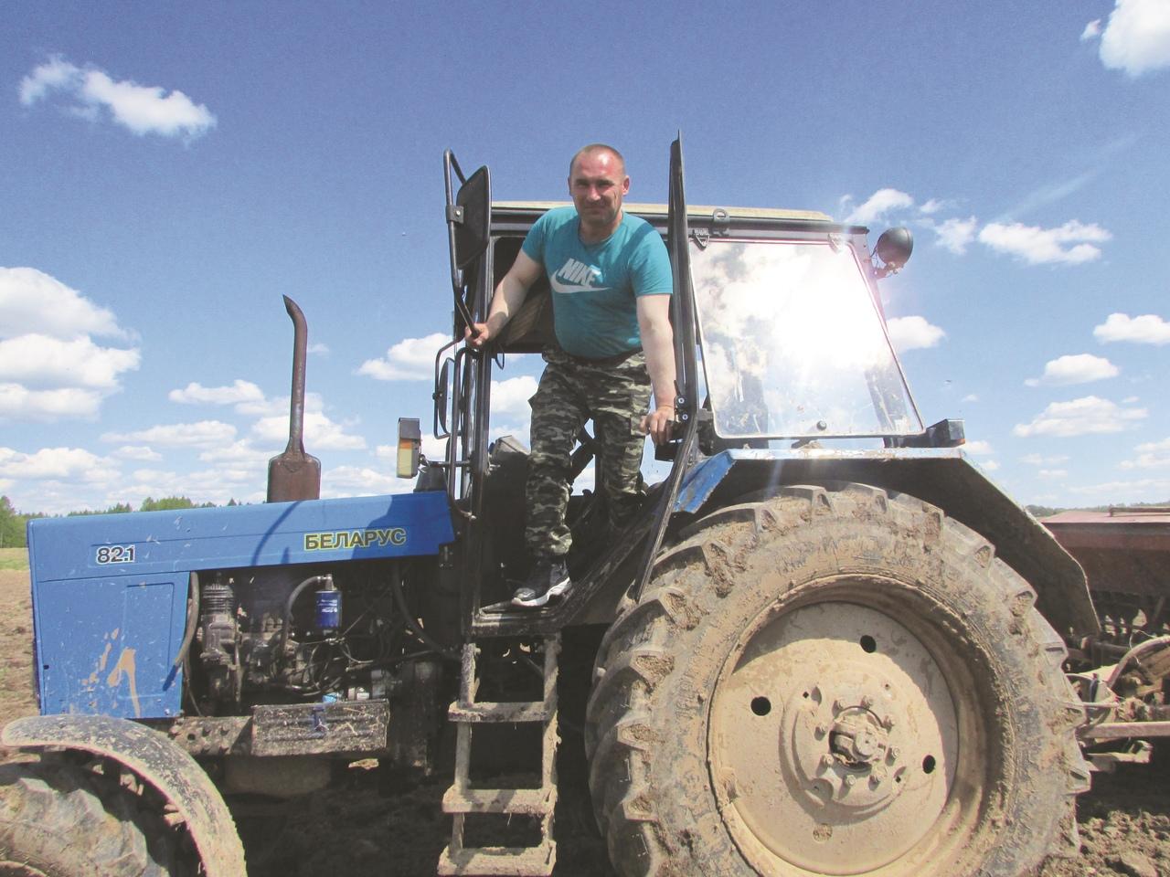 В поле за селом Ошминское, которые обрабатывает КФХ «Смирнов Алексей Александрович».