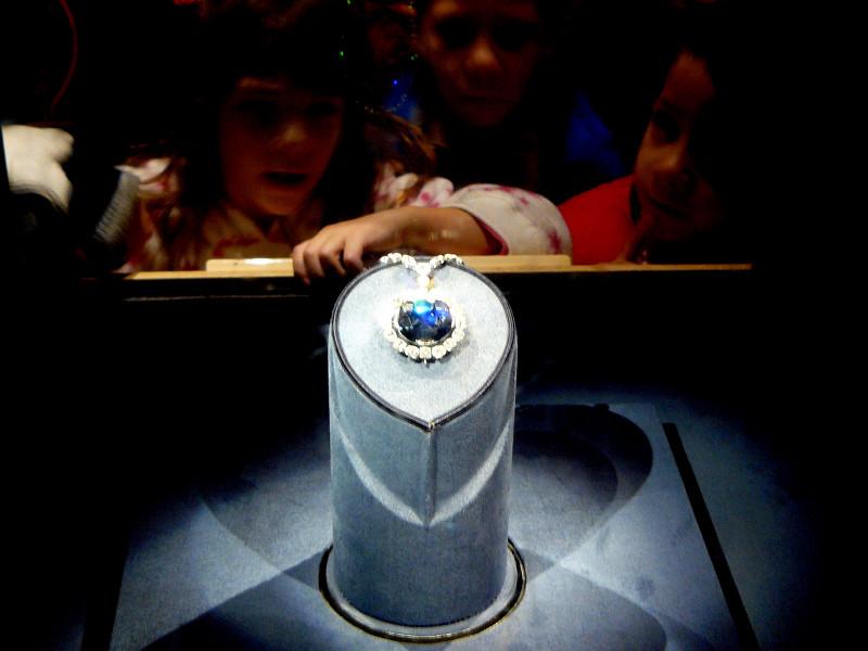 Hope_Diamond_Smithsonian3b28b24446a75626.jpg