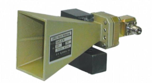 Рупор для обеспечения излучения энергии антенной.