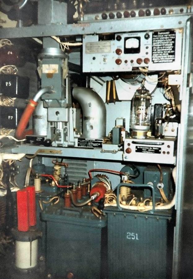 Пример шкафа с СВЧ и высоковольтной техникой.