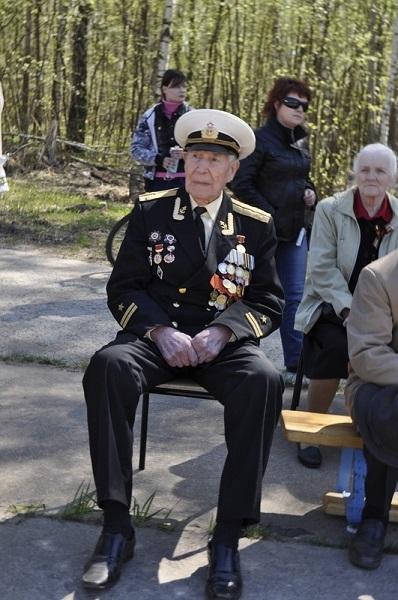 Виталий Николаевич Рязанов с ветеранами.