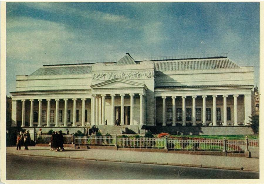 moskva_gos_muzej_izobrazitelnogo_iskusstva_im_a_s_pushkina_1955_g.jpg