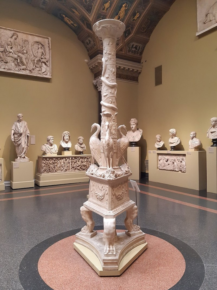 800px-Candelabrum_with_storks_Naples_casting_in_Pushkin_museum_01_by_shakko.jpg