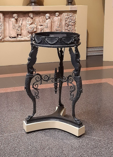 800px-Tripod_Naples_casting_in_Pushkin_museum_by_shakko_01.jpg