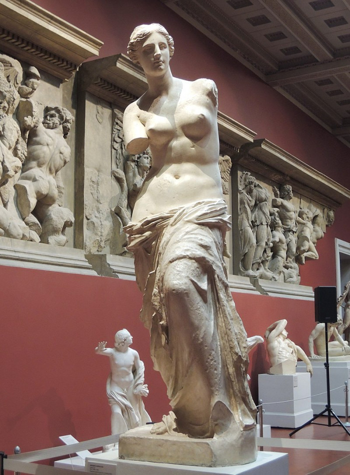 800px-Venus_Milo_-_replica_in_Pushkin_museum_01_by_shakko.jpg