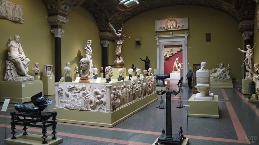 zal-drevnegrecheskih-skulptur.jpg