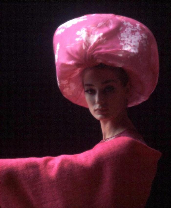 women-fashion-by-pierre-cardin-in-the-1960s--17.jpg