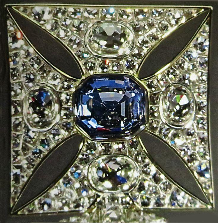 3f6194ac59ff1200c1573da8702ba057--imperial-state-crown-the-sapphires.jpg
