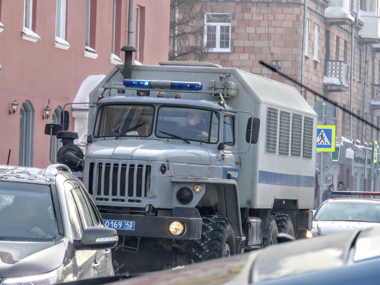 Транспорт не ходит - трамваи, троллейбусы. Полиция, люди, автозаки по городу IMG 1788