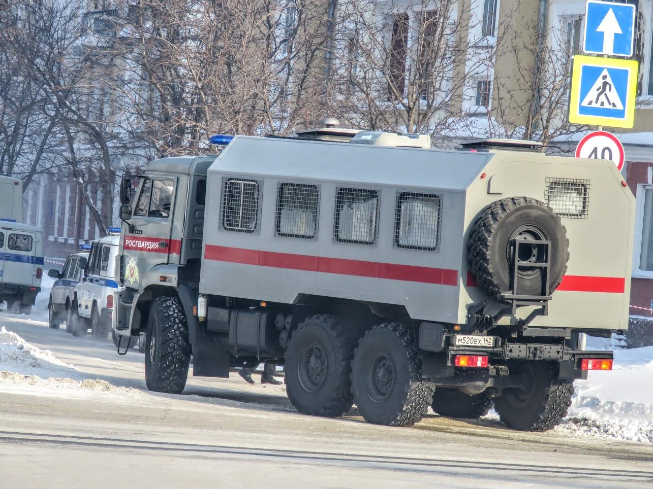 Транспорт не ходит - трамваи, троллейбусы. Полиция, люди, автозаки по городу IMG 1789