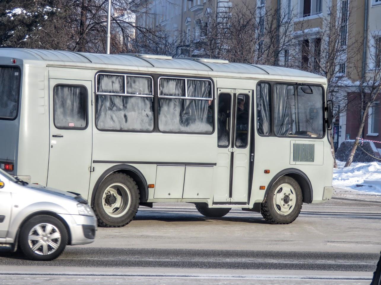 Транспорт не ходит - трамваи, троллейбусы. Полиция, люди, автозаки по городу IMG 1790