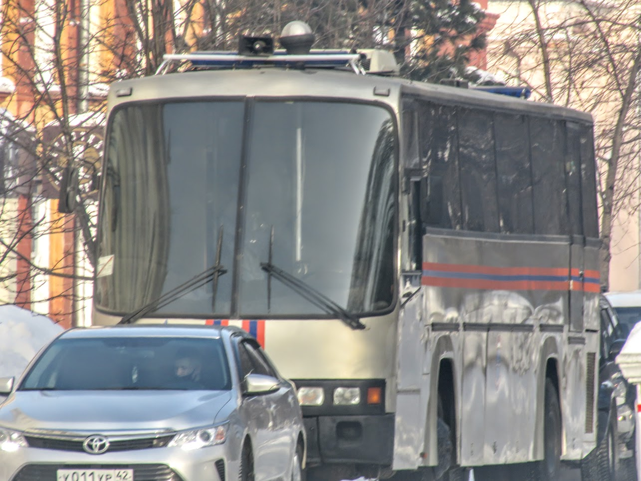 Транспорт не ходит - трамваи, троллейбусы. Полиция, люди, автозаки по городу IMG 1793