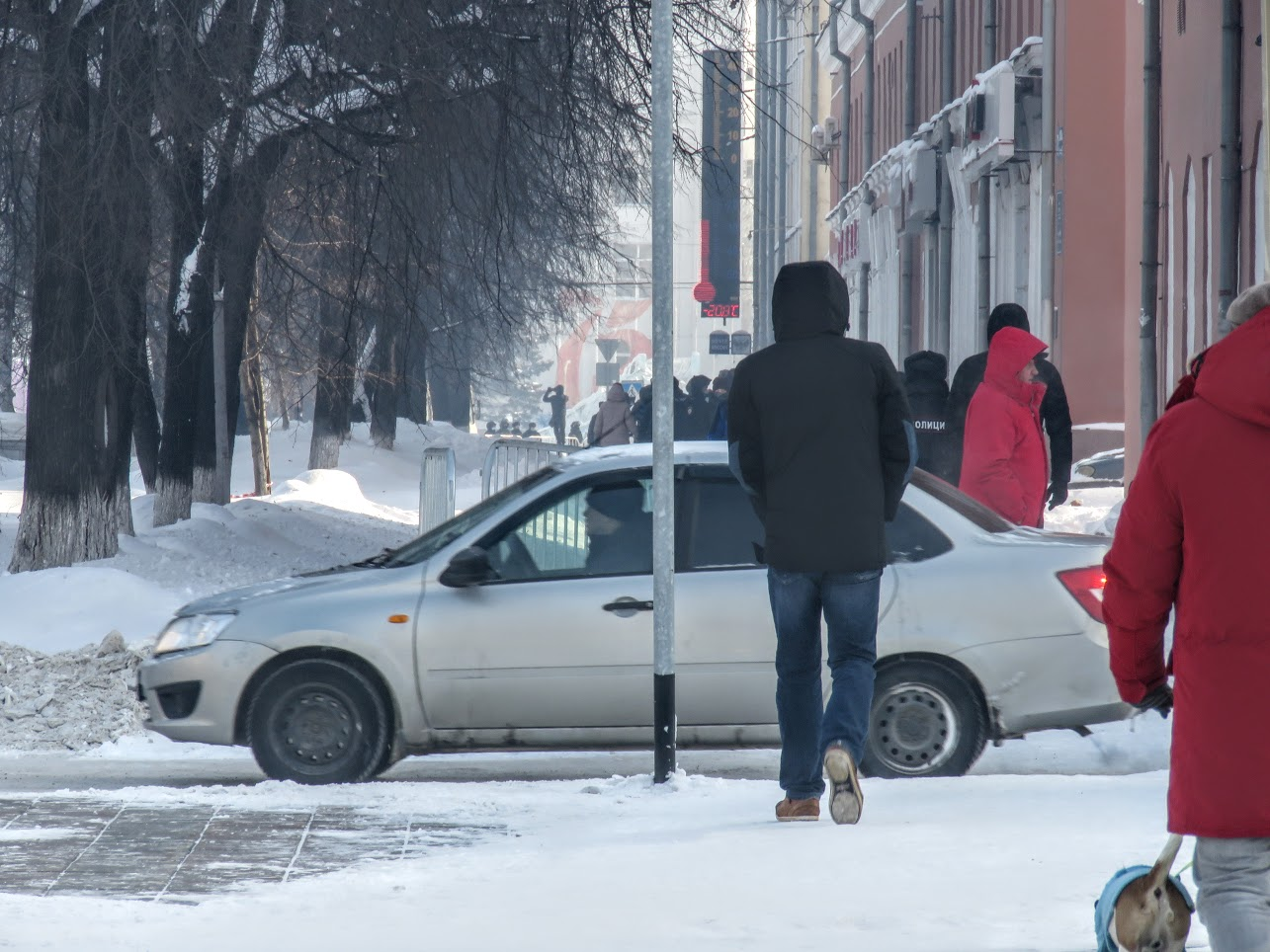 Транспорт не ходит - трамваи, троллейбусы. Полиция, люди, автозаки по городу IMG 1794