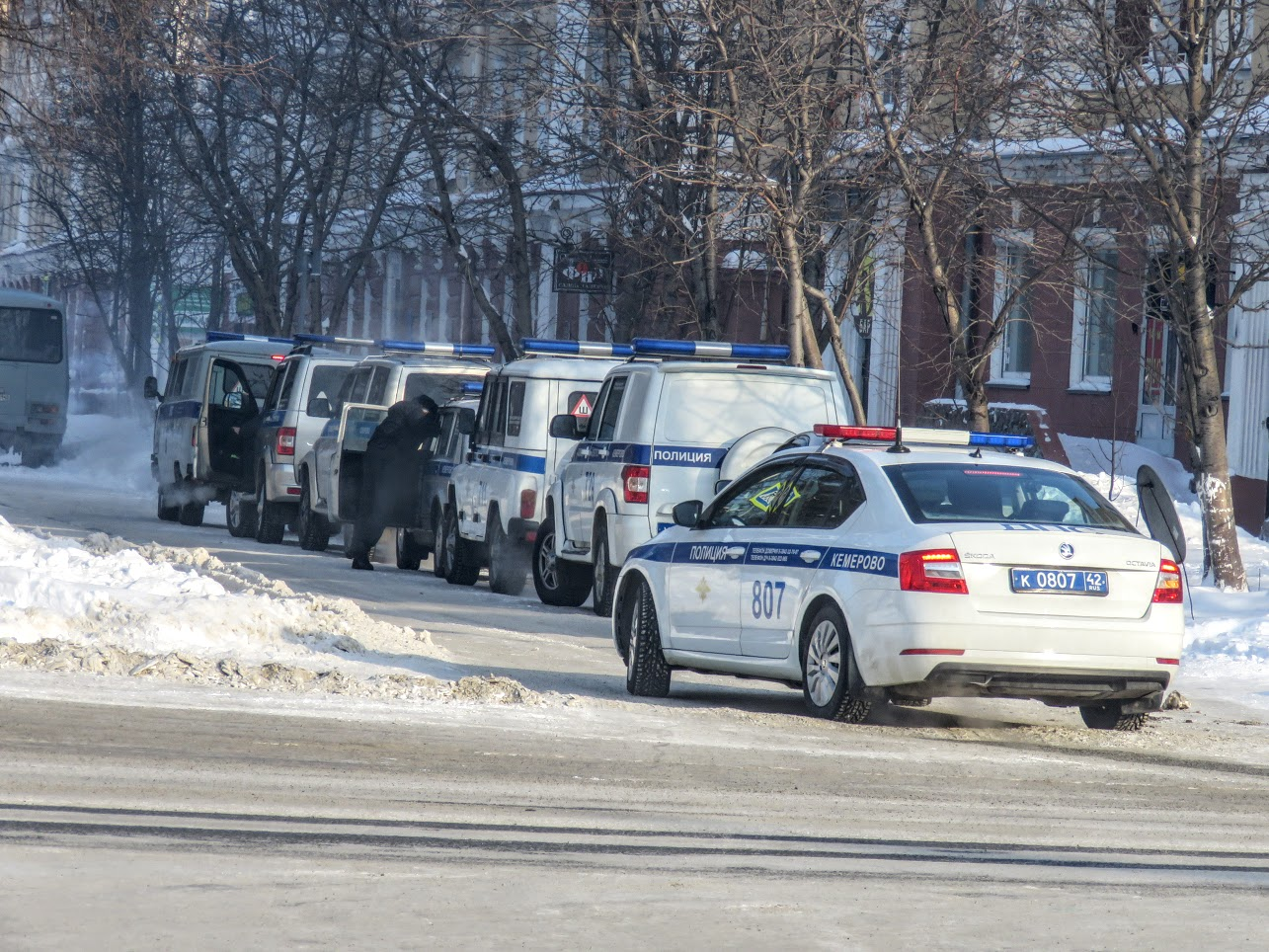 Транспорт не ходит - трамваи, троллейбусы. Полиция, люди, автозаки по городу IMG 1795