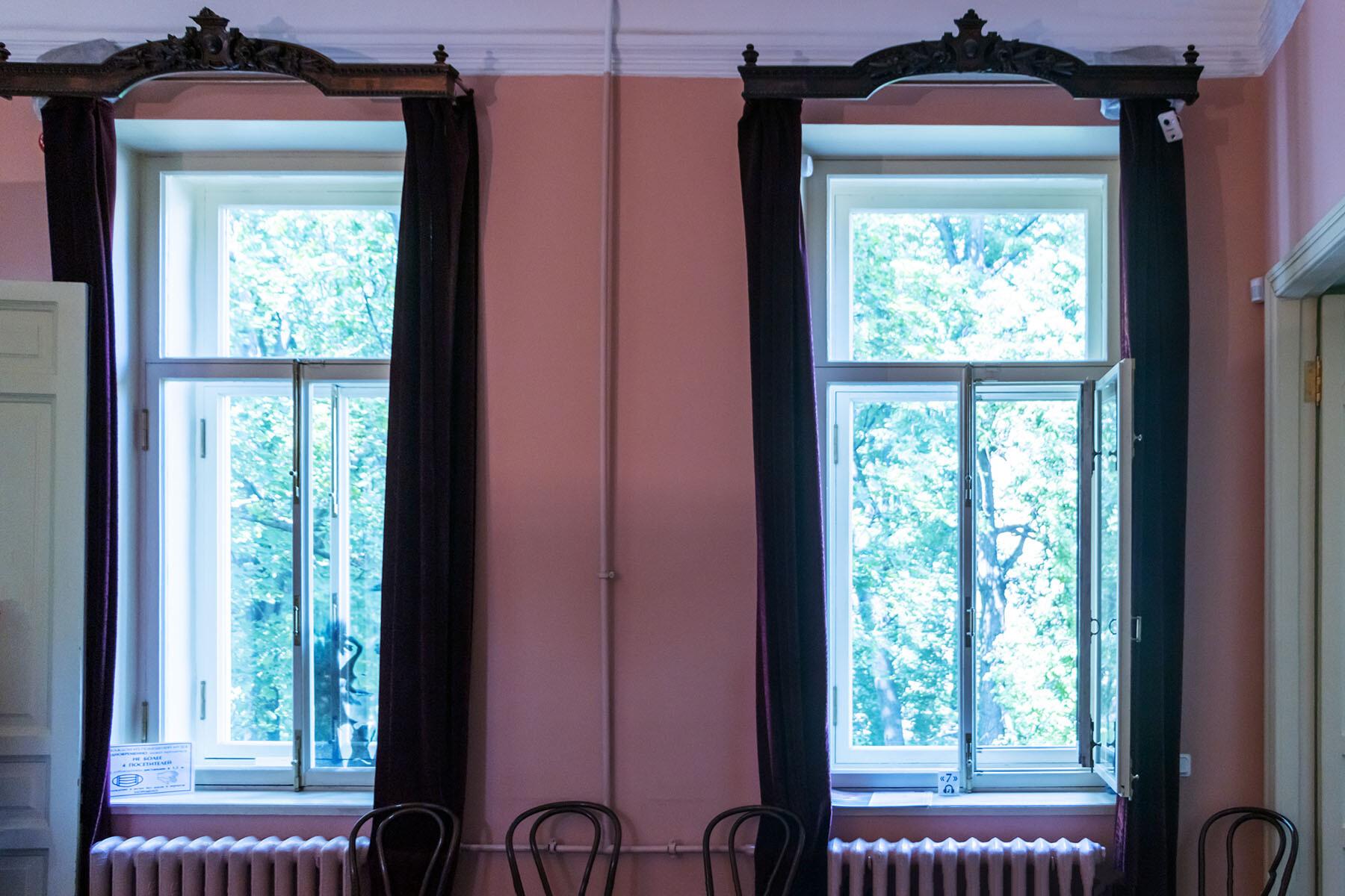 Лестница и прихожая в музее Анны Ахматовой в Фонтанном доме Петербурга IMG_1992-0.jpg